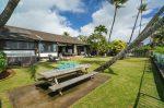 青い海と椰子の木のある家 庭