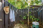バニヤンツリーとジンジャーの木のある家 屋外シャワー